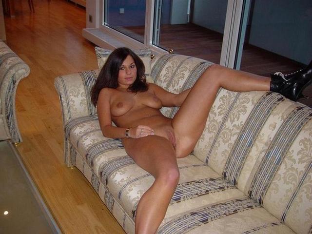 Развратные и обнаженные проститутки готовы чпокаться вагинально глубоко и крупным ракурсом
